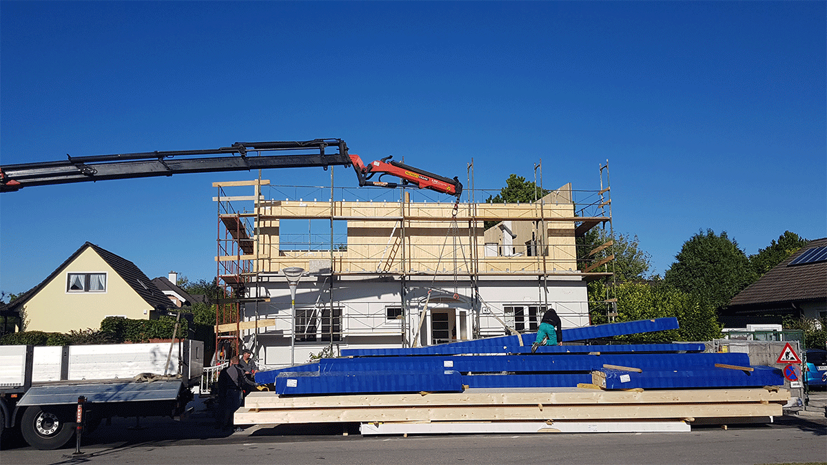Errichtung des Dachaufbaus mit Kran