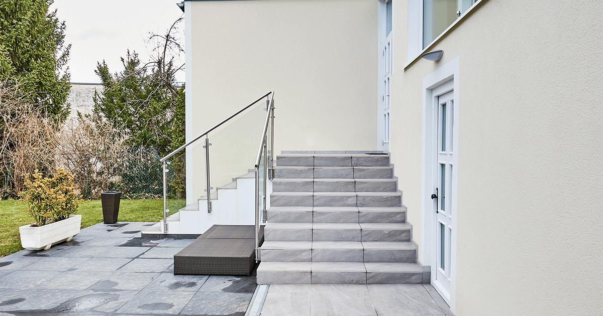 Außenansicht des Hauses mit Treppe