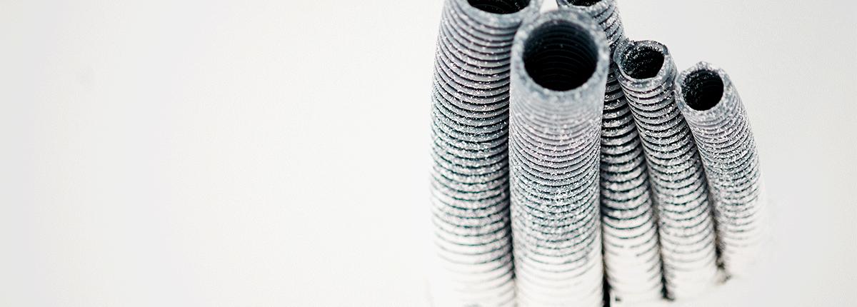 Detailansicht von Rohren auf der Baustelle