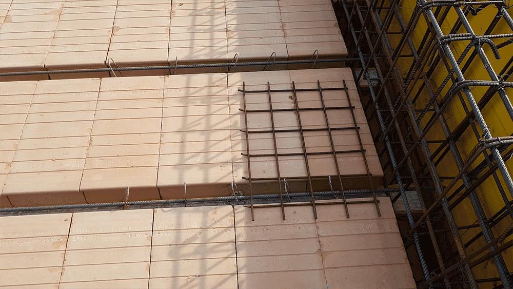 Detailansicht der Zwischendecke aus Ziegeln