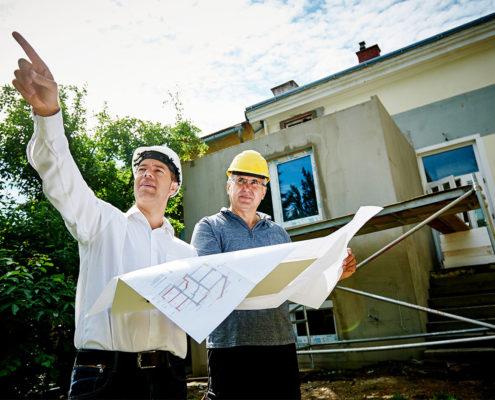 Planung des Bauprojektes auf der Baustelle