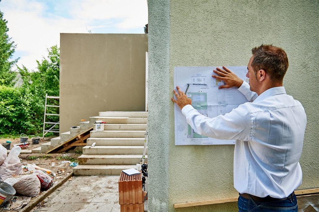 Christoph Krickl koordiniert den Fortschritt der Bauarbeiten