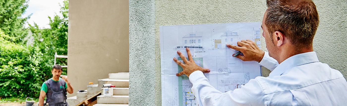 Christoph Krickl kontrolliert den Fortschritt der Bauarbeiten