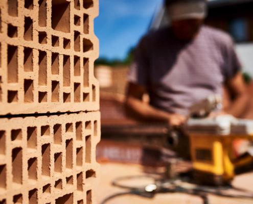 Detail Ansicht der beim Hausbau verwendeten hochqualitativen Ziegel